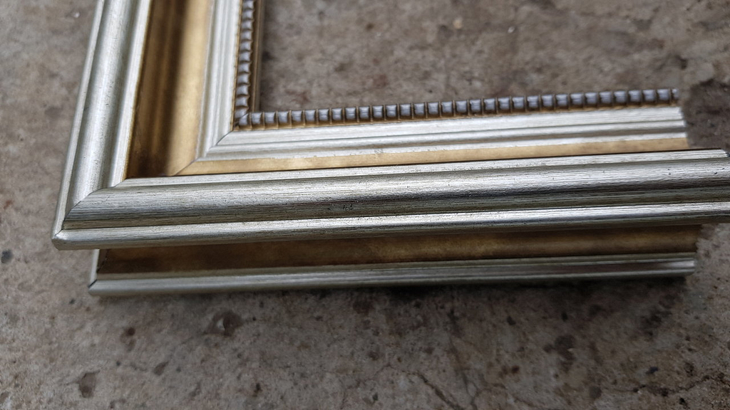 White-gold classic frame img 3